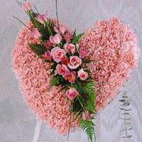 kalp pano karankil ve güller   Bursadaki çiçekçi bursaya çiçek