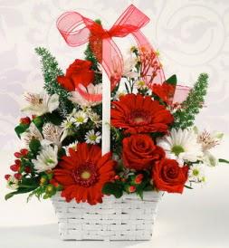 Karışık rengarenk mevsim çiçek sepeti  Bursadaki çiçekçi bursaya çiçek
