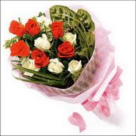 5 kirmizi 5 beyaz güllerden   Çiçekçi Bursa sitesi orhangazi çiçek satışı