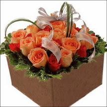 kare sandikta 11 gülllerden   Bursa çiçek siparişi