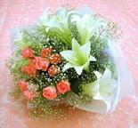 Bursa çiçek satışı iznik hediye sevgilime hediye çiçek  lilyum ve 7 adet gül buket