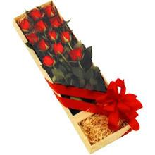 kutuda 12 adet kirmizi gül   Bursa çiçek satışı iznik hediye sevgilime hediye çiçek
