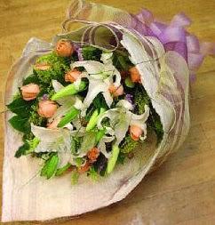 Bursa çiçek siparişi  11 ADET GÜL VE 1 ADET KAZABLANKA