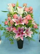 Bursa çiçek siparişi  cam vazo içerisinde 21 gül 1 kazablanka