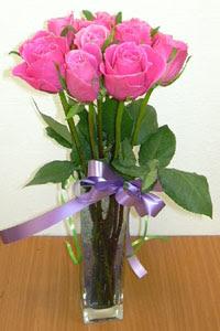 cam vazo içerisinde 11 adet gül  Bursa çiçek siparişi