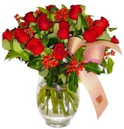 Bursa çiçek siparişi  11 adet kirmizi gül  cam aranjman halinde