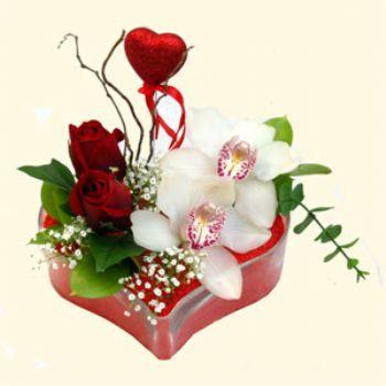 Bursadaki çiçek cicek , cicekci  1 kandil orkide 5 adet kirmizi gül mika kalp