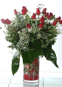 Bursa çiçek kestel uluslararası çiçek gönderme  11 adet kirmizi gül ve cam yada mika vazo tanzim