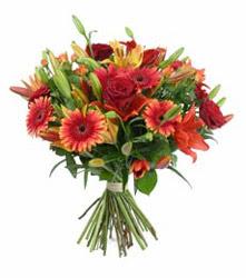 Bursa çiçek iznik çiçek online çiçek siparişi  3 adet kirmizi gül ve karisik kir çiçekleri demeti