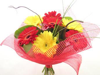 9 adet gerbera çiçeklerinden buket  Bursa çiçekçi inegöl kaliteli taze ve ucuz çiçekler