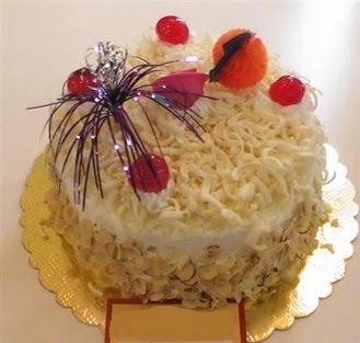 pasta siparisi 4 ile 6 kisilik yaspasta mis lezzette  Çiçekçi Bursa sitesi inegöl çiçek mağazası , çiçekçi adresleri