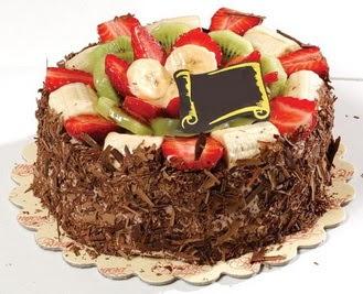 pastaci firmasindan 4 ile 6 kisilik çikolata meyvali yaspasta  Online Bursa çiçekçi