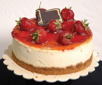 online pastaci 4 ile 6 kisilik yas pasta çilekli  Online Bursa çiçekçi