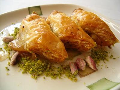tatli siparisi Essiz lezzette 1 kilo Fistikli Söbiyet  Bursadaki çiçek cicek , cicekci