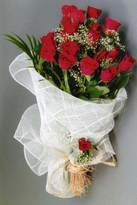 10 adet kirmizi güllerden buket çiçegi  Bursa çiçekçi karacabey 14 şubat sevgililer günü çiçek