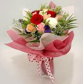 Karisik renklerde 11 adet gül buketi  Bursa çiçek iznik çiçek online çiçek siparişi