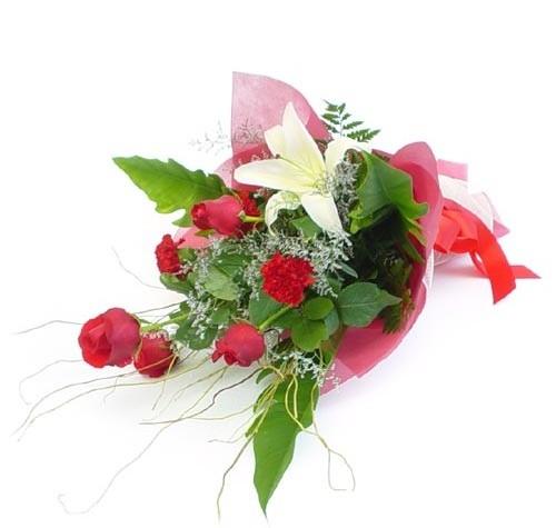 Mevsim çiçeklerinden karisik buket  Bursadaki çiçekçiler bursaya çiçek yolla