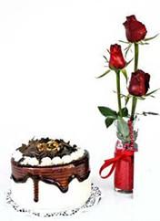 Bursa çiçek karacabey çiçekçi telefonları  vazoda 3 adet kirmizi gül ve yaspasta