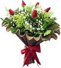 Çiçekçi Bursa sitesi orhangazi çiçek satışı  5 adet kirmizi gül buketi demeti