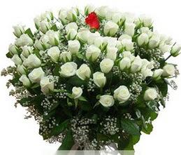 Bursa çiçek siparişi  100 adet beyaz 1 adet kirmizi gül buketi