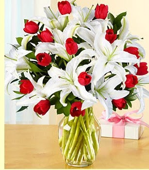 Online Bursa çiçekçi  3 kazablanka 10 kırmızı gül vazosu