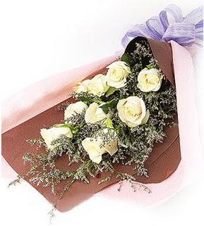 Bursadaki çiçekçiler bursaya çiçek yolla  9 adet beyaz gülden görsel buket çiçeği