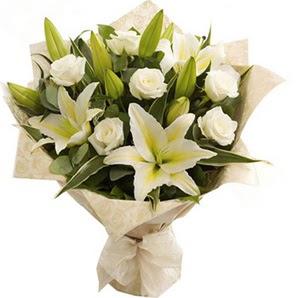 Çiçekçi Bursa sitesi nilüfer çiçek siparişi vermek  3 dal kazablanka ve 7 adet beyaz gül buketi