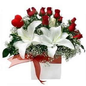 Bursa çiçek siparişi  1 dal kazablanka 11 adet kırmızı gül vazosu