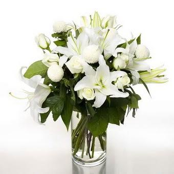Çiçekçi Bursa sitesi nilüfer anneler günü çiçek yolla  1 dal cazablanca 7 adet beyaz gül vazosu