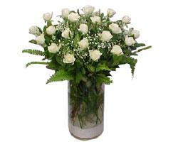 Bursa çiçekçi karacabey 14 şubat sevgililer günü çiçek  cam yada mika Vazoda 12 adet beyaz gül - sevenler için ideal seçim