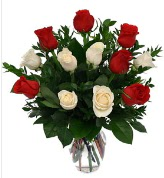 Vazo içerisinde 6 kırmızı 6 beyaz gül  Bursa çiçek satışı Bursa çiçek yolla