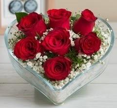 Kalp içerisinde 7 adet kırmızı gül  Çiçekçi Bursa sitesi nilüfer anneler günü çiçek yolla