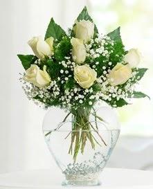 Cam içerisinde 7 adet beyaz gül  Bursa çiçek ucuz çiçek gönder