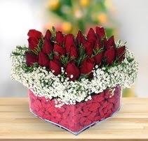 15 kırmızı gülden kalp mika çiçeği  Bursa çiçekçi inegöl kaliteli taze ve ucuz çiçekler