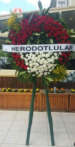 Cenaze çelengi cenazeye çiçek modeli  Bursa çiçekçi inegöl kaliteli taze ve ucuz çiçekler