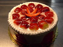 9 ile 12 Kişilik Parça Çilekli yaş pasta